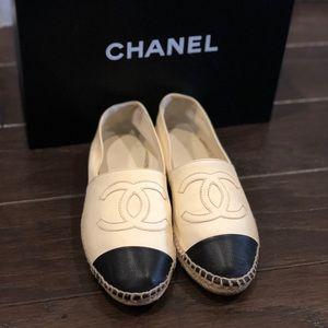 Chanel 37 espadrilles cap toe CC leather flats